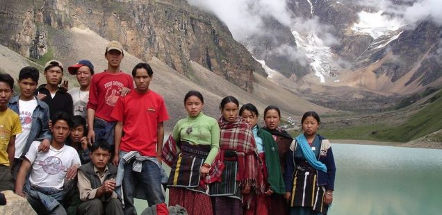 Emergency grant : Supporting the remote village of Pungmo (Nepal) to restore its earthquake-damaged Amchi clinic and strengthen itself to conserve the local environment.