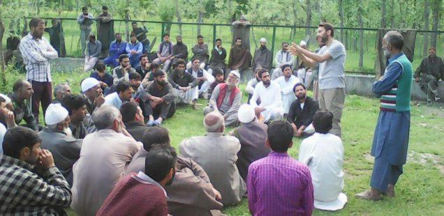 Des jeunes autochtones s'organisent pour assurer des modes de vie durables dans les contreforts boisés de l'Himalaya (Cachemire sous administration indienne)